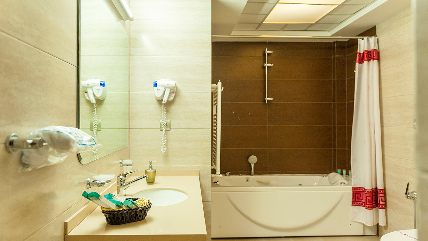 حمام و دستشویی هتل مدینه الرضا