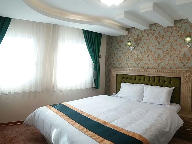 تور ارزان هوایی از اصفهان به مشهد ، با اسکان در هتل آبشار به مدت 3 روز در هتل آبشار